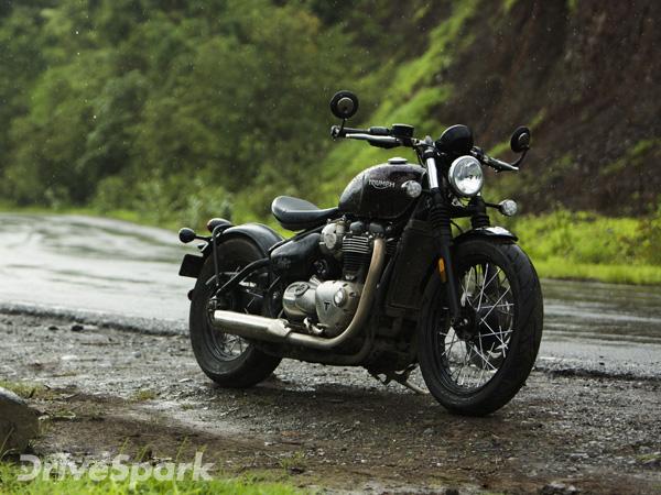 Review Triumph Bonneville Bobber Test Ride Report Drivespark
