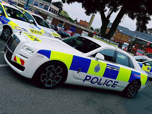 rolls-royce-displays-police-car-in-uk-for-sussex-police