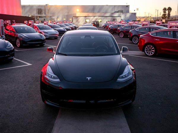 Tesla Model 3 Performance Version To Arrive Next Year