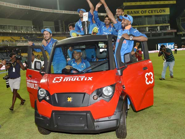 Dhoni Drives The Entire Indian Cricket Team In The Polaris Multix