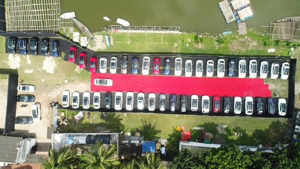 Mercedes-Benz India Delivers A Record 51 Cars In A Single Day In Kolkata
