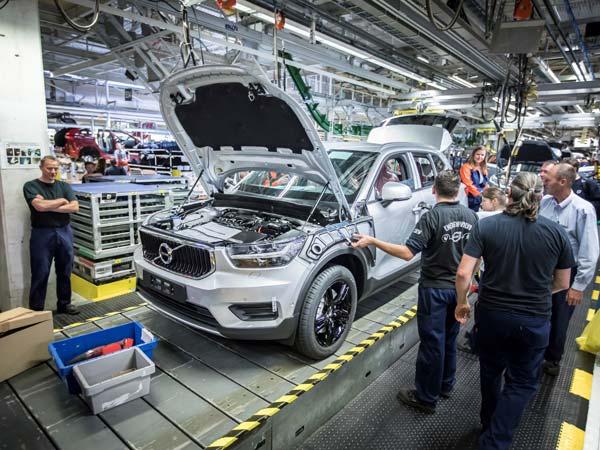 New crossover Volvo XC40 got on the conveyor in Belgium