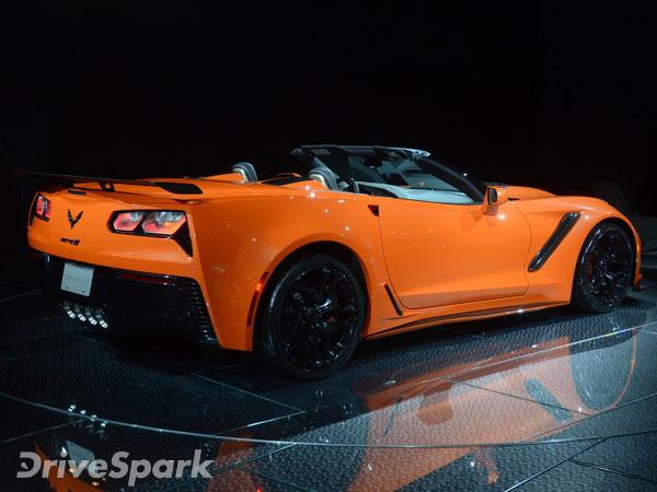 2017 los angeles auto show chevrolet corvette zr1 convertible unveiled drivespark news. Black Bedroom Furniture Sets. Home Design Ideas