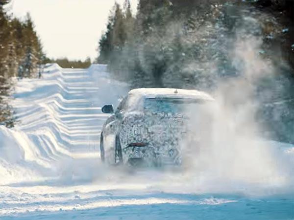 Bullish Lamborghini Urus Teases Snow Drifting Skills