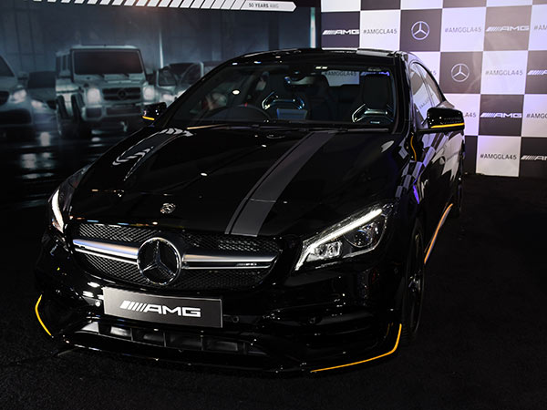 mercedes amg cla 45 facelift launched in india prices specifications images drivespark news. Black Bedroom Furniture Sets. Home Design Ideas