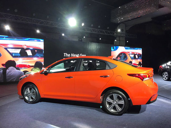 Hyundai Verna Wins Indian Car Of The Year Award in addition Hyundai Mpv India Launch Ix Rear Angle in addition Victorlaunch besides New Facelift Verna Hyundai in addition Hyundai Santa Fe Blue Front Right. on hyundai verna india