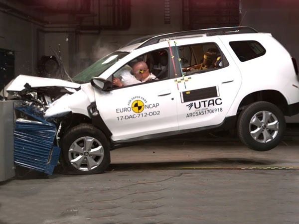 2017 dacia duster scores 3 star rating in euro ncap crash test drivespark news. Black Bedroom Furniture Sets. Home Design Ideas
