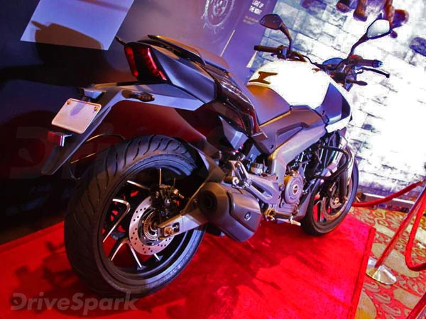 Bajaj Dominar 400 Spotted With Golden Wheels