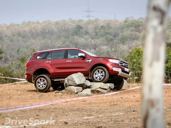 Ford Endeavour 2 2 Litre Titanium Variant Gets Sunroof Option