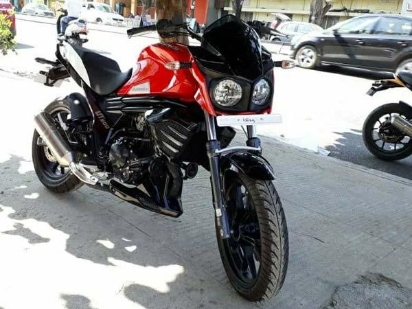 Low-Cost Mahindra Mojo UT300 Spotted At Dealership — To Rival Bajaj Dominar 400