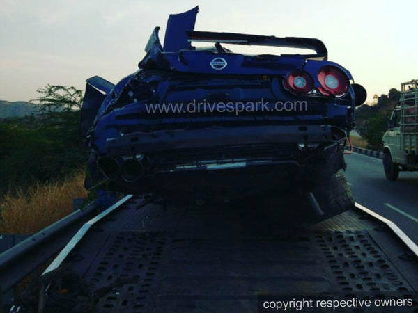 Nissan GT-R Bangalore-Hyderabad Highway Crash — Driver Survives, GT-R Totalled!