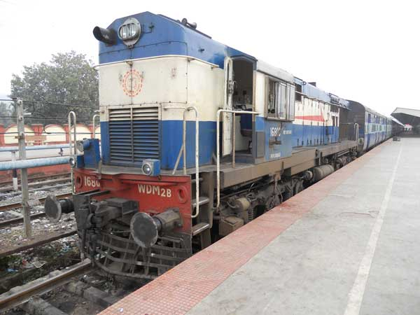 Here's Why Diesel Train Engines Are Not Turned Off — Did You