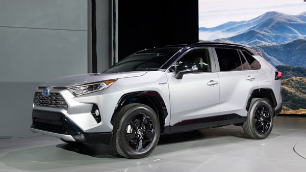 2018 New York Auto Show: Toyota RAV4 SUV Revealed; Specifications, Features & Images
