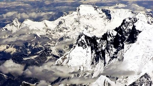 Why Planes Don't Fly Over The Himalayas Or Tibet — We Explain The Actual Facts!