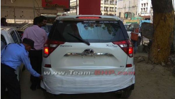 Mahindra XUV500 Facelift Caught Undisguised Launch Expected Soon