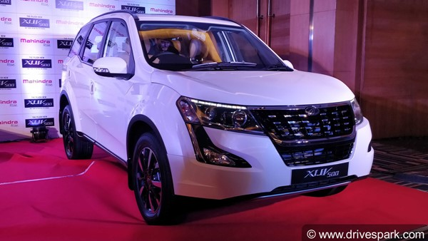 The 2018 Mahindra XUV500 returns a claimed mileage of 15kpl for the petrol model and 16kpl for the diesel variant.