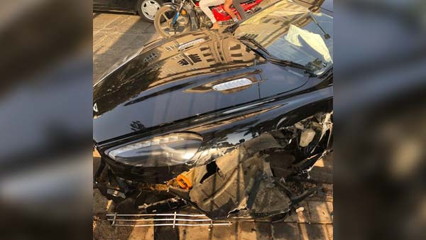 Aston Martin Rapide Crashed In Mumbai; Leaves The Front Right Quarter Mangled