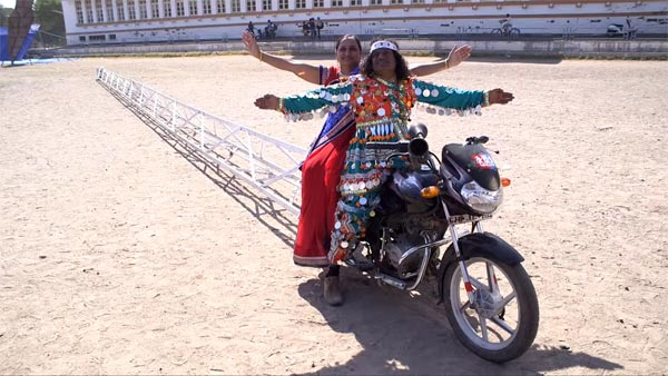 Bajaj Discover 125 Becomes The Longest Motorcycle In The World