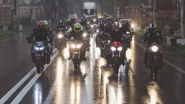 Triumph Motorcycles India Conducts Freedom Ride Across Dealerships To Mark India's Independence