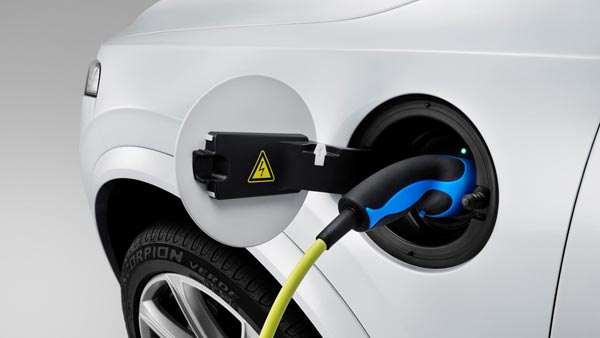 Tata Power & Hindustan Petroleum To Set UP EV Charging Stations At