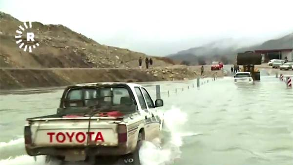 Range Rover Vs Toyota Hilux Pickup — Which Is The Better 'Boat'?