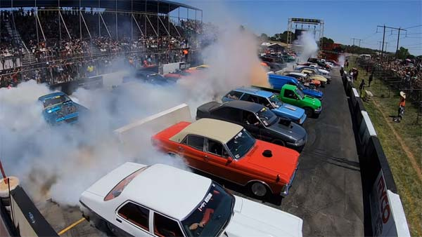 Burnout World Record: Australians Reclaim World Record For Biggest Burnout With 126 Cars