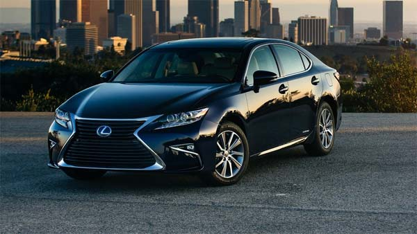 Driver Error: Lexus Accelerates Without Driver Inside It After Being Left In Drive Mode