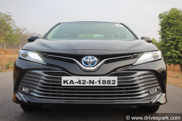 2019 toyota camry front profile