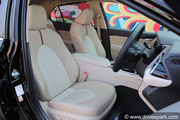 2019 toyota camry front seats