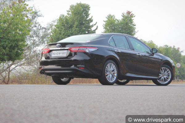 2019 toyota camry rear
