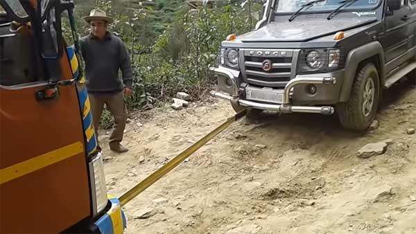Watch A Force Gurkha Pull Out A Stuck 9-Tonne Eicher Truck On An Off-Road Trail