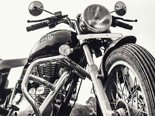 e7b9ef47 The Royal Enfield Bullet Electra feature the same engine and transmission  that is found on the Bullet 350.