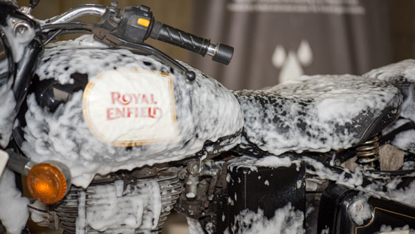 Royal Enfield Adopts Dry Wash System — Saves Chennai 18 Lakh Litres Of Water