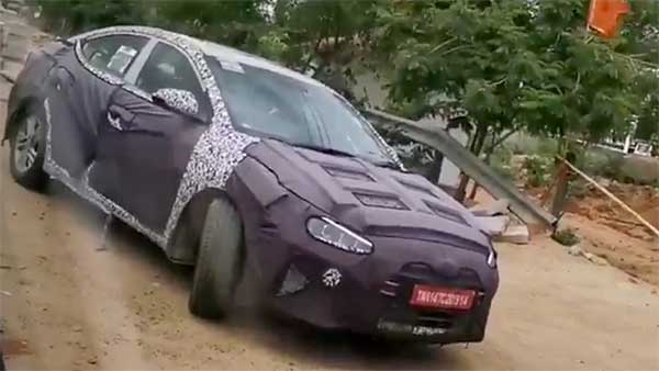 Hyundai Elantra Facelift Snapped Testing Again — Expected To Launch By 2020
