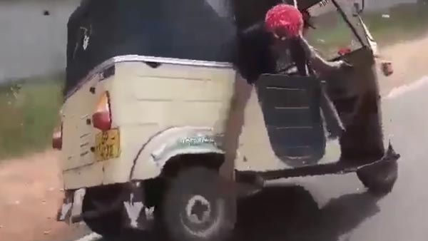 Auto-Rickshaw Stunts: Video Shows Wheel Being Changed While Driving On A Highway