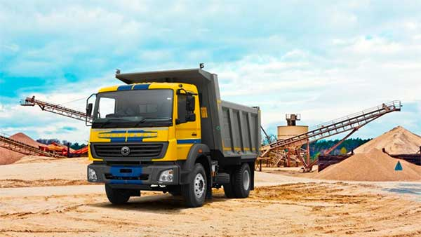 Daimler India Showcases Their Range Of BS-VI Ready Trucks & Buses Ahead Of Launch In India Next Year