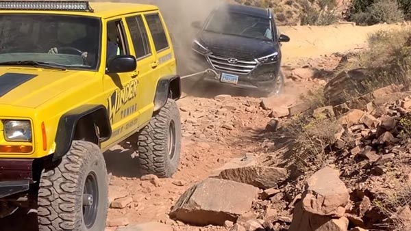 Hyundai Tucson Extreme Off-Road Video: SUV Gets Stuck & Rescued By Jeep Cherokee