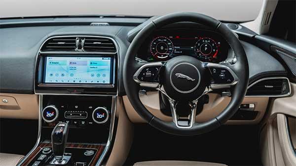 New Jaguar XE features