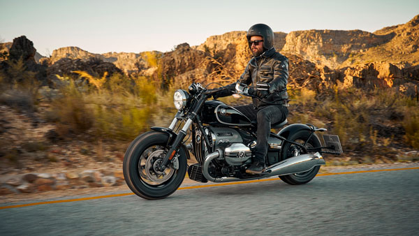 BMW R 18 Cruiser Motorcycle Unveiled: Will Rival The Harley-Davidson Softail Deluxe