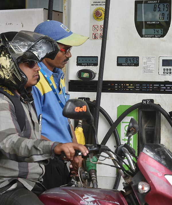 Fuel Demand In India Decreases By 50 Percent During April: LPG Consumption Increase