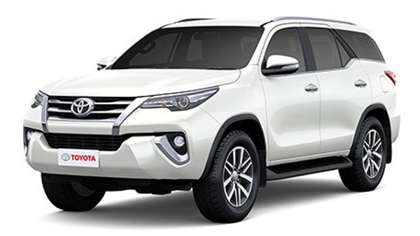 New Toyota Fortuner Facelift Spied Testing