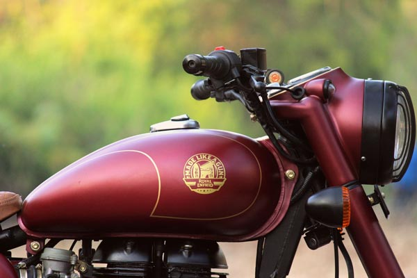 JEDI Customs Modifies A Royal Enfield Classic 350 In A Retro Style