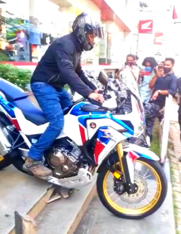 2020 Honda Africa Twin Delivery Incident At Showroom Caught On Video: Bash Plate Breaks Dealership Staircase