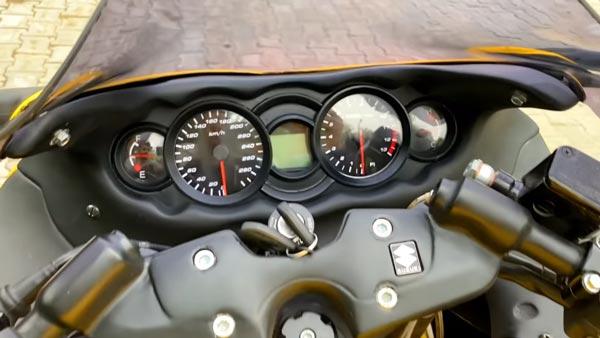 Bajaj Pulsar NS200 & RS200 Transformé En Suzuki Hayabusa Répliques