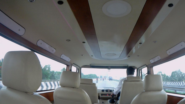 Tempo Traveller Modified For Personal Use: Video Showcases India's First Flat-Roof White Board Force Traveller