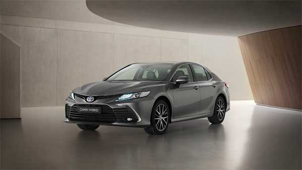 Toyota Camry Hybrid Facelift Unveiled Globally: Expected India Launch Next Year