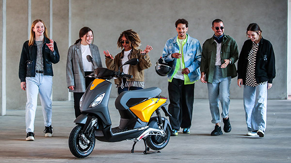 Piaggio One Electric Scooter Unveiled: Funky e-Scooter With Removable Battery Technology