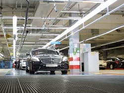 Mercedes Benz S Class Facelift Drives Itself Off Production Line