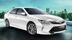 New Toyota Camry Hybrid Launched India At Rs 37 22 Lakh Specifications Features Images