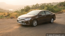 Toyota Camry Hybrid Might Be Discontinued India
